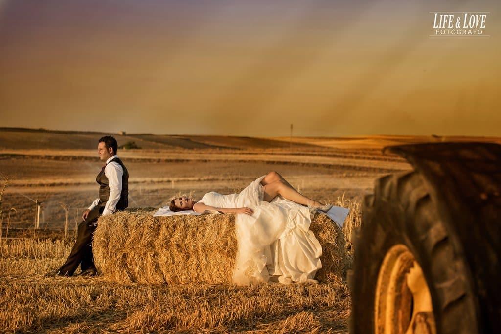 tumbada en el campo