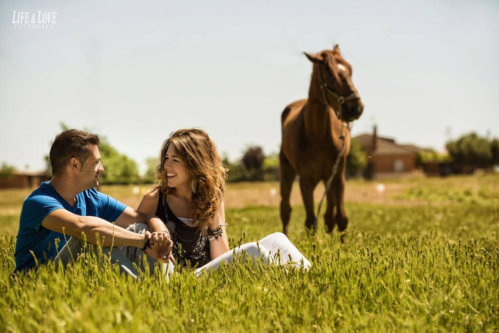 pareja y caballo