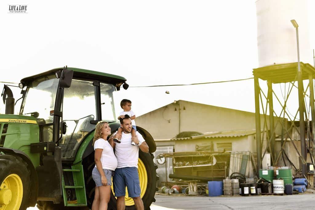 familia con tractor