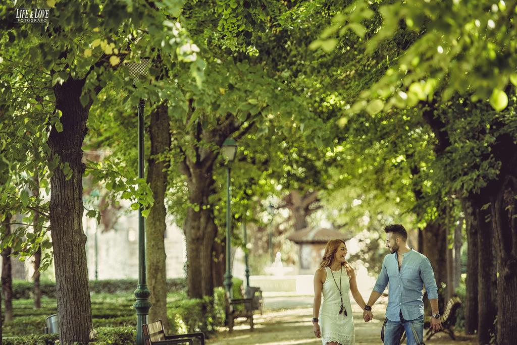pareja por el parque