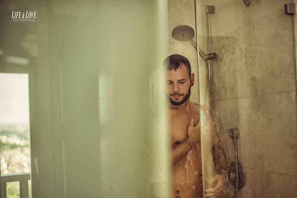 novio en la ducha