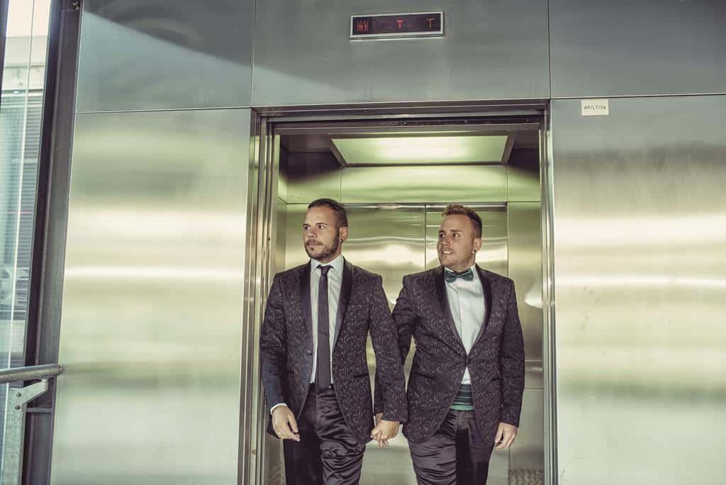 saliendo de ascensor