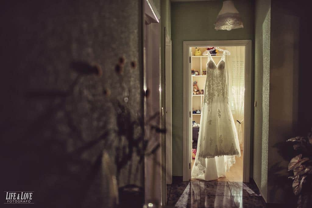 vestido novia colgado