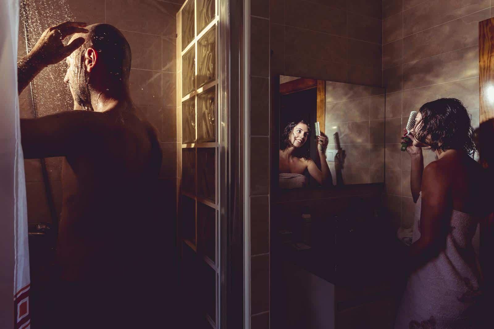 pareja novios en la ducha