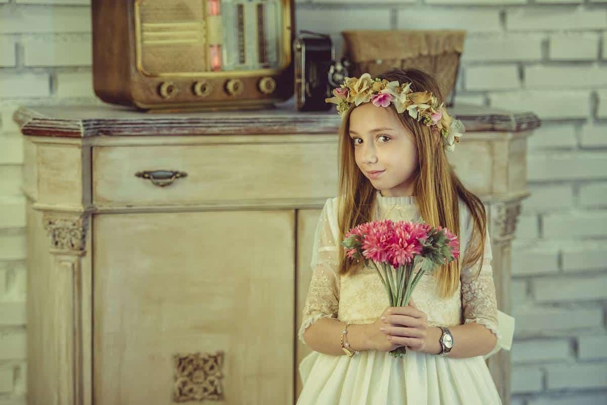 niña con ramo