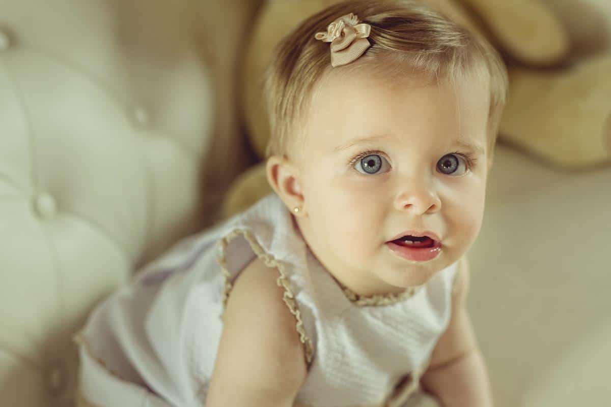 niña ojos azules