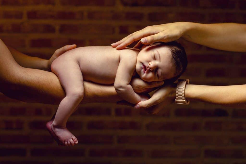 NIÑOS Y FAMILIA bebe desnudito