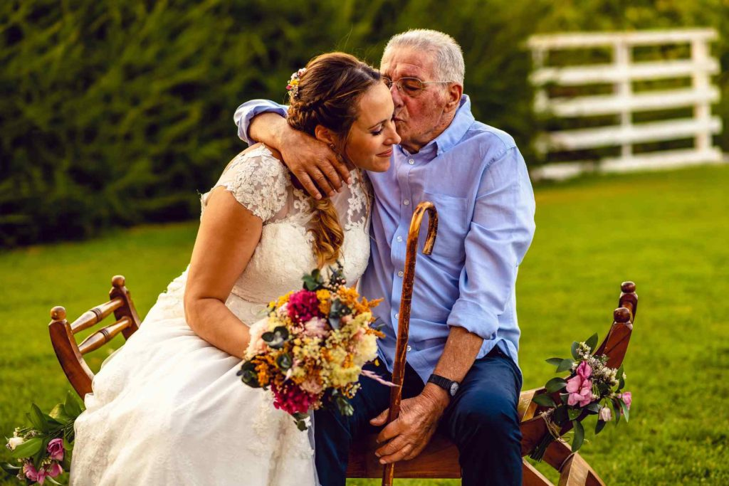novia y abuelo de bodas