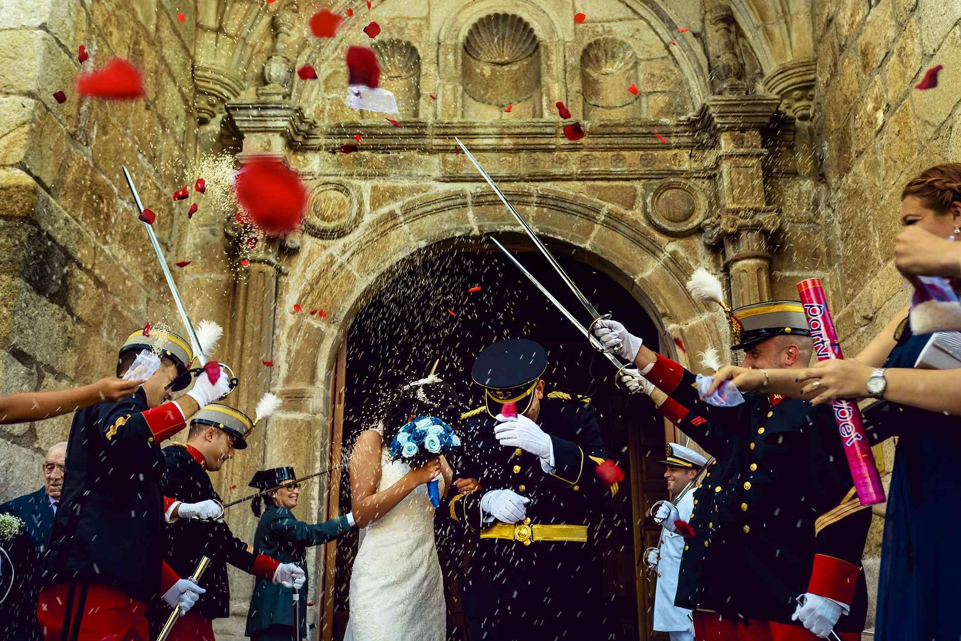 Fotógrafo de bodas Militares - pasillo de sables