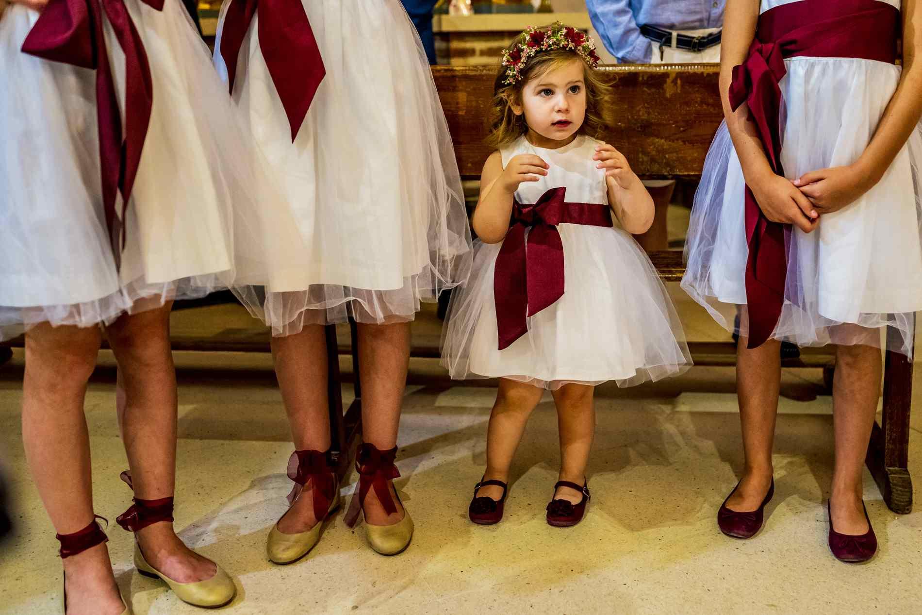 niñas en iglesia