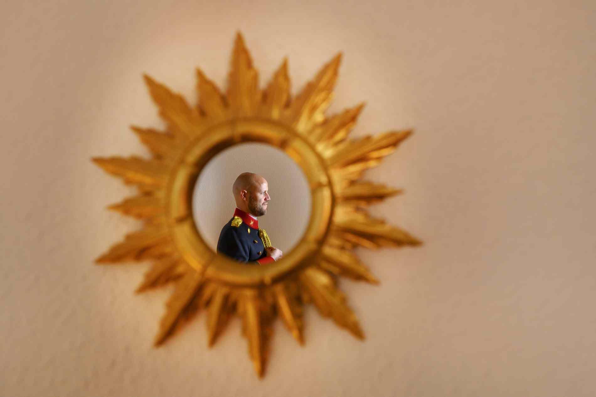 novio en espejo estrella