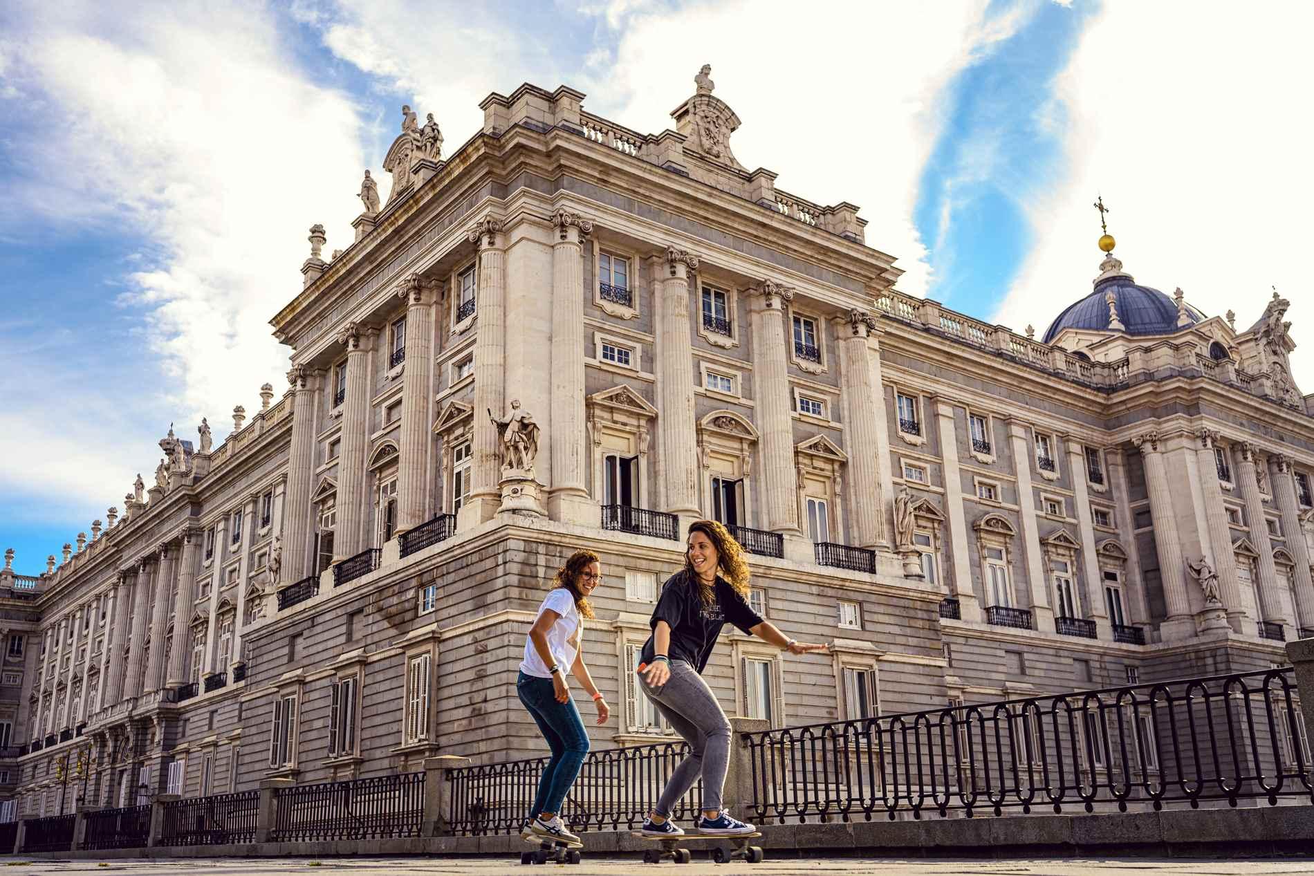 Pareja en el palacio Real de Madrid