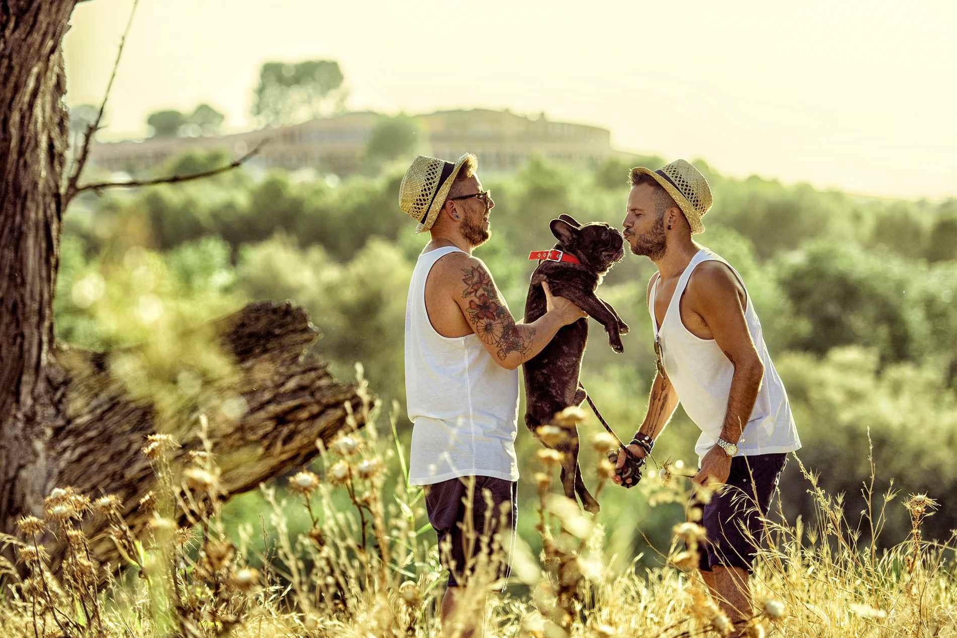 parejas GAYS con perro