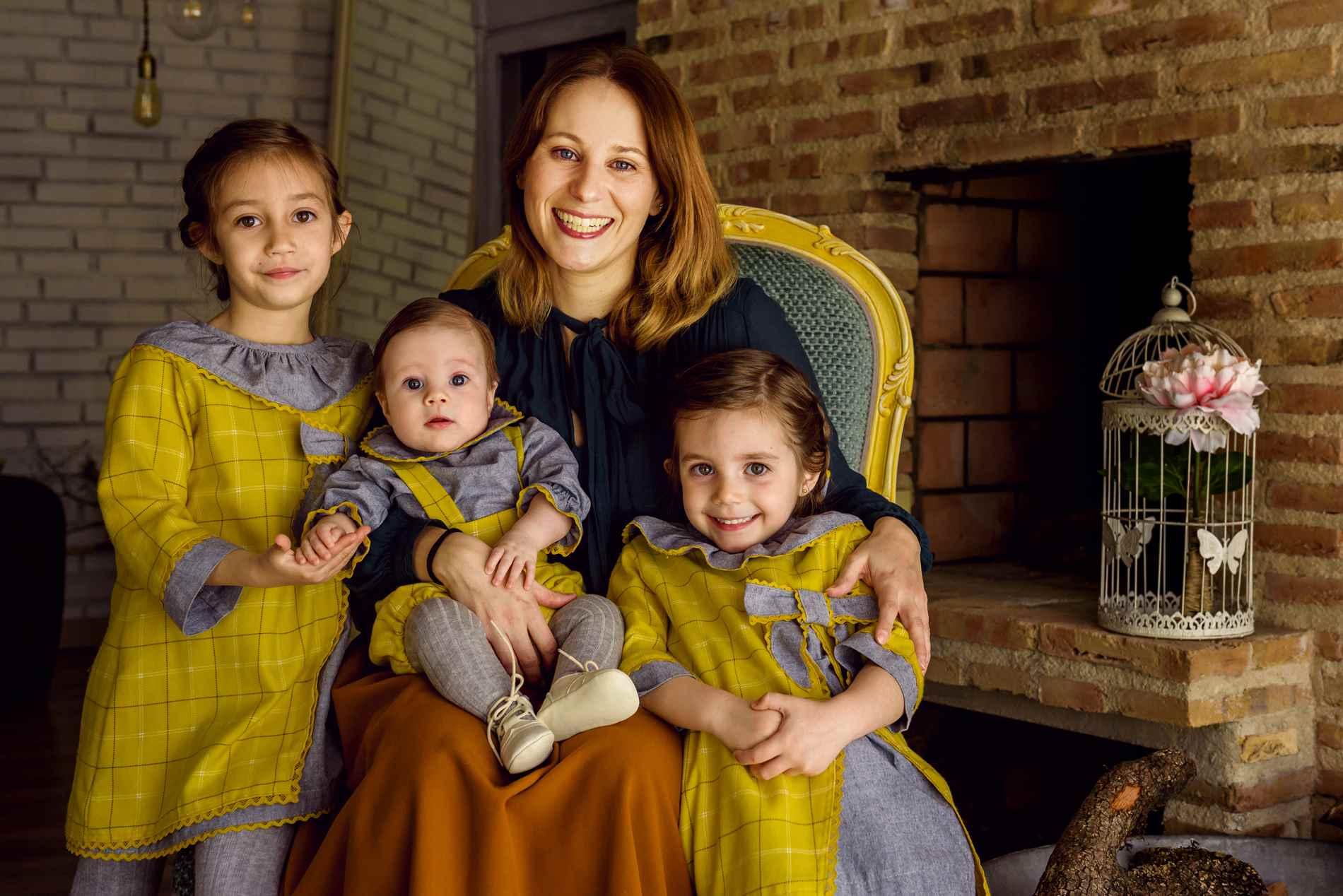 Fotos de familia en estudio - Toledo ❤️ Sesión de Fotografía familiar y niños
