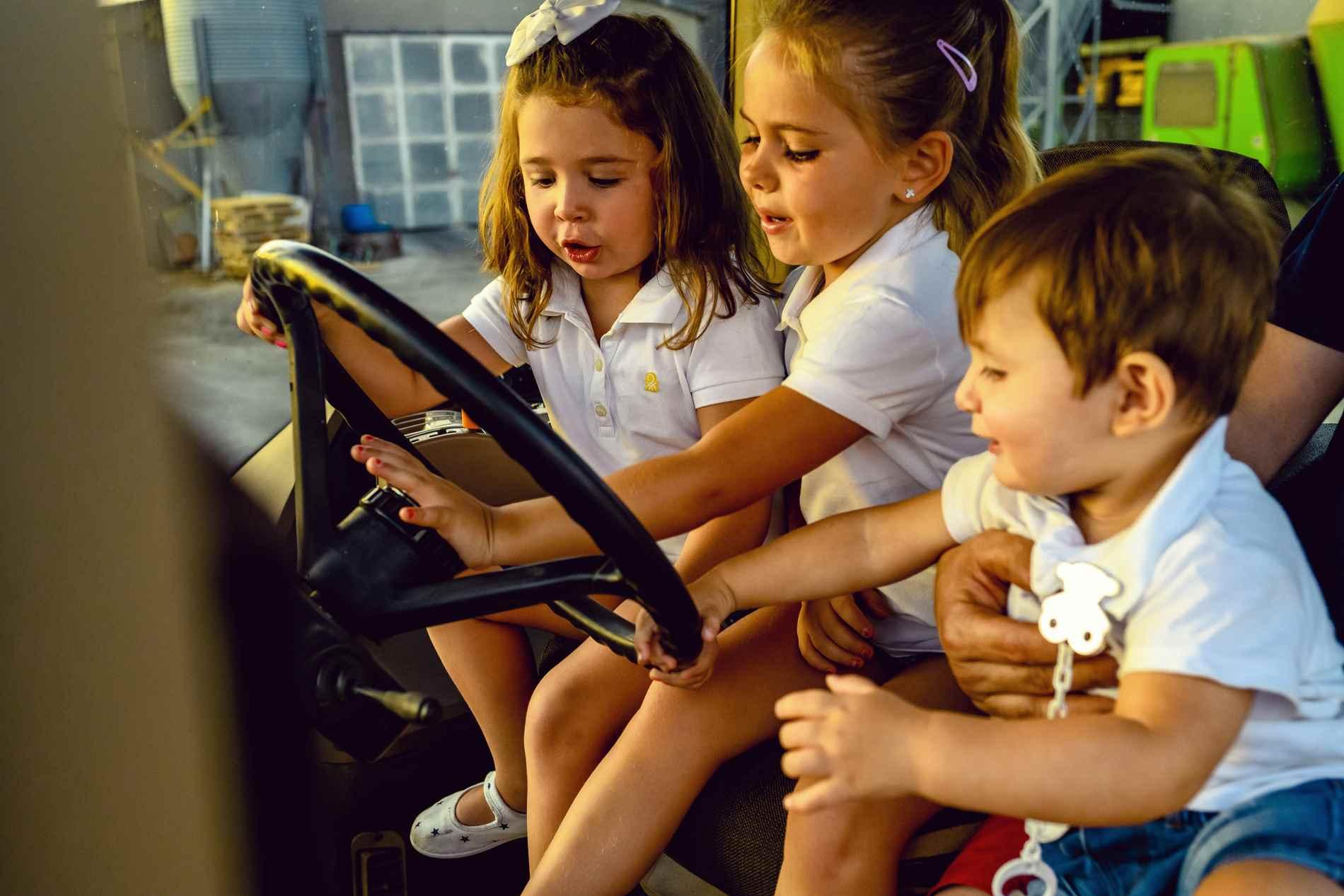 foto niños en tractor